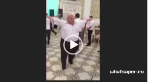 видео танцующего толстого мужика, видео мужик танцует под песню, скачать видео танцующий мужик