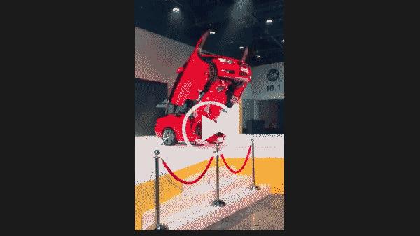 Машина трансформер. БМВ на выставке.