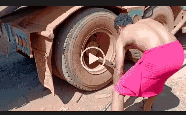 открутил колесо на грузовике без усилий и быстро