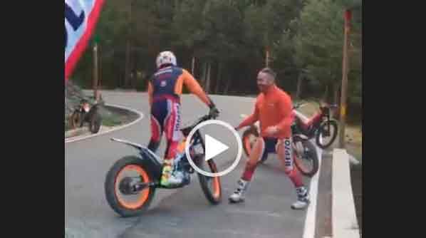 Крутые трюки на мотоцикле.