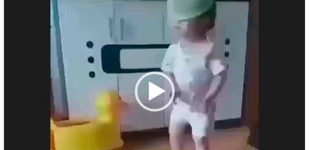 Маленькие дети танцуют. Супер танцы. Подборка видео.