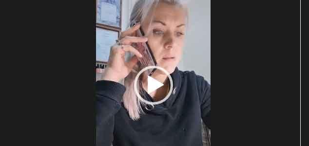Звонок мужу. Жена с работы звонит мужу.
