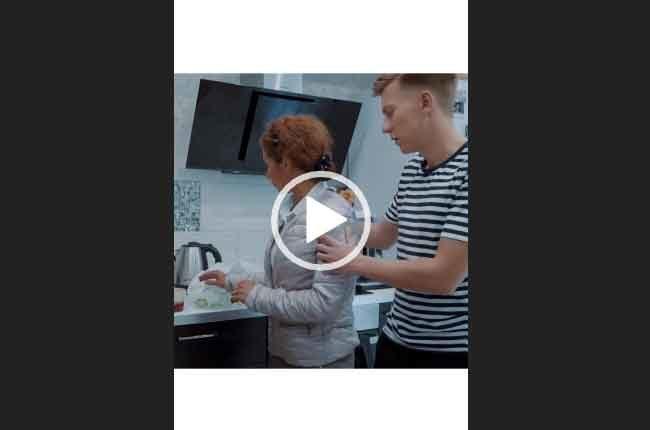 Берегите маму/ Трогательное видео про маму и сына.