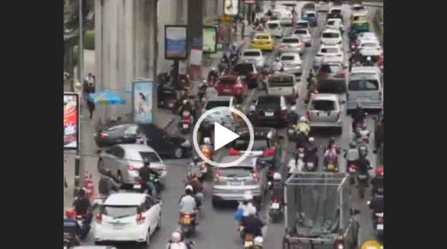 Движение на дорогах Бангкока. Невероятное видео смотреть бесплатно.
