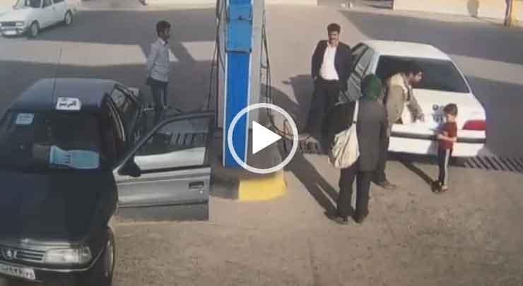 Взрыв авто на заправке. Взрыв газа в автомобиле.