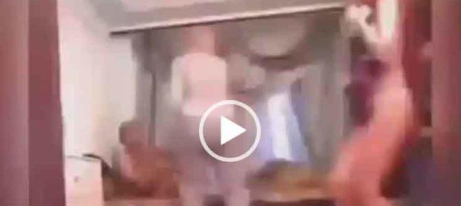 Жена спалила мужа с другой. Видео прикол.