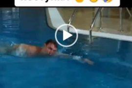 Мужчина и женщина в бассейне. Короткий прикол.
