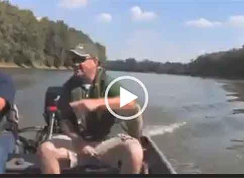 Как поймать рыбу без удочки. Интересное на рыбалке.